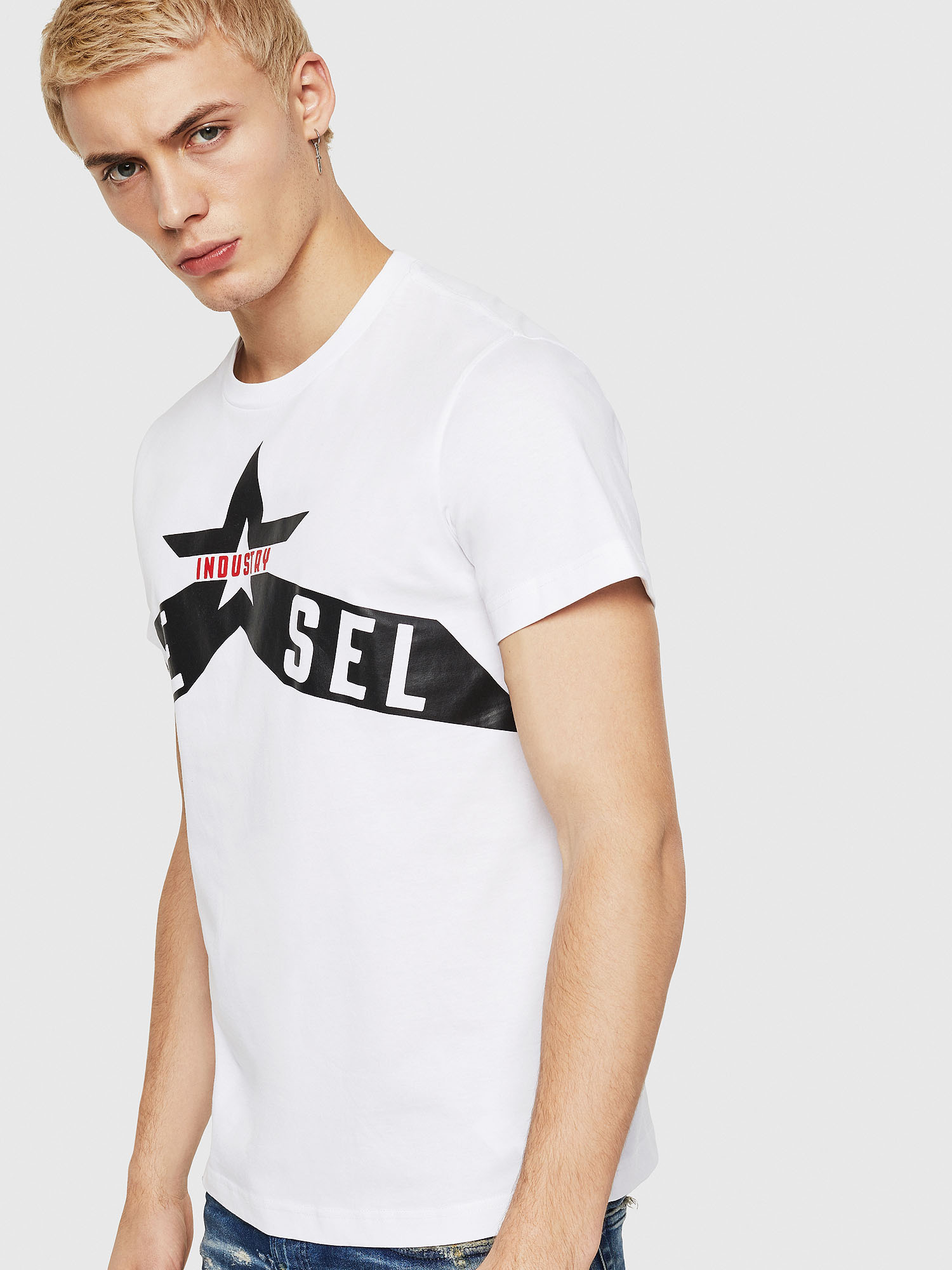 https://www.diesel.co.jp/products/detail.php?product_id=2302494&brand=diesel&subcat=men&classcategory_id1=2308563&se=2